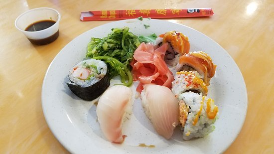 Oxon Hill, MD: Plate #1 assorted sushi