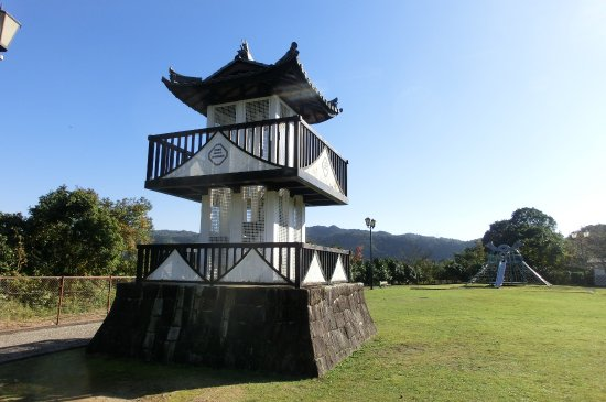 Yaotsu-cho, Япония: かわいらしいお城風の展望台