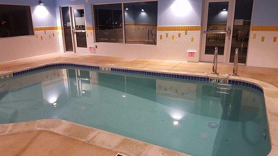 Hollister, CA: Spotless pool!