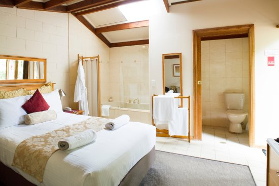 Blackheath Motor Inn: spa suite