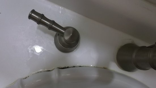 The plantation inn 165 211 updated 2017 prices for Black mold bathroom sink