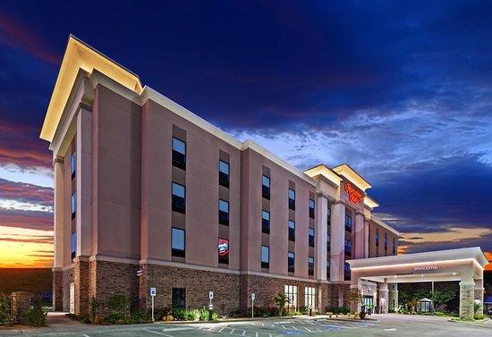 Ozona, TX: Hotel Exterior at Night