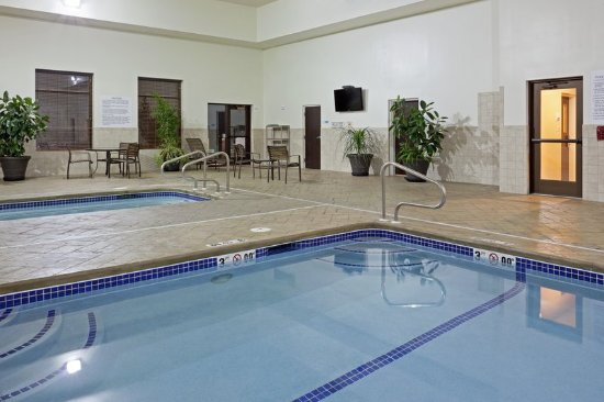 Malone, NY: Large pool and spa open 7am - 10 pm for hotel guest use
