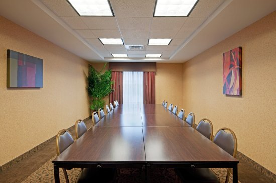 Holiday Inn Express Hotel & Suites Malone: Meeting Room