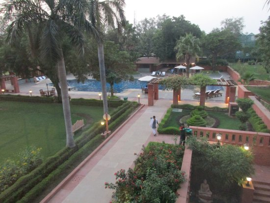 Jaypee Palace Hotel & Convention Centre Agra: Hotel grounds