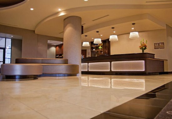 Courtyard Tacoma Downtown: Registration Desk & Lobby