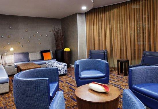 Alcoa, TN: Lobby Seating Area