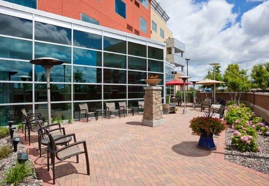 Courtyard Minneapolis Maple Grove/Arbor Lakes: Outdoor Courtyard
