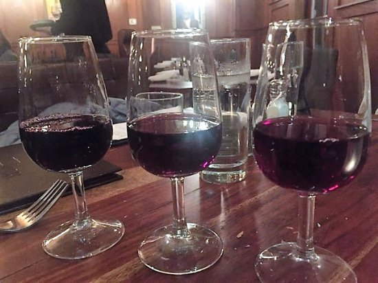 Canandaigua, NY: red flight of wine