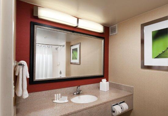 Baldwin Park, CA: Guest Bathroom