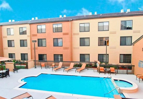 Courtyard Jackson Ridgeland: Outdoor Pool
