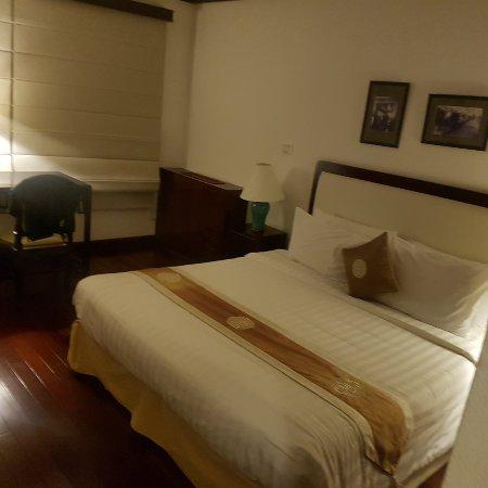 Saigon Domaine Luxury Residences: 20171125_193325_large.jpg
