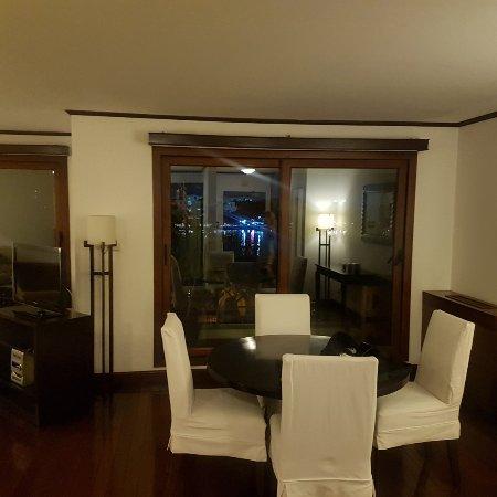 Saigon Domaine Luxury Residences: 20171125_193312_large.jpg