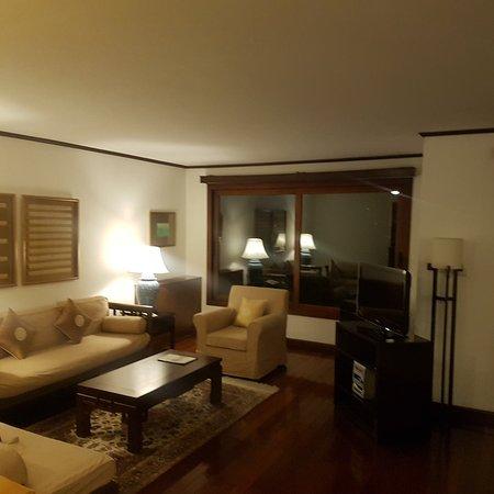 Saigon Domaine Luxury Residences: 20171125_193310_large.jpg