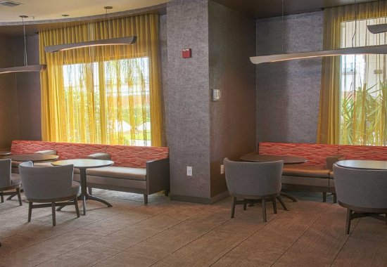 Pearland, TX: Lounge