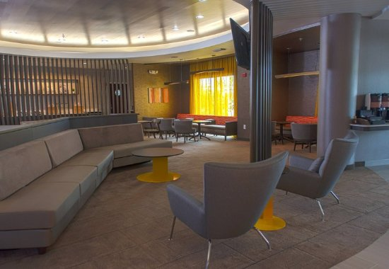 Pearland, TX: Lobby / Lounge