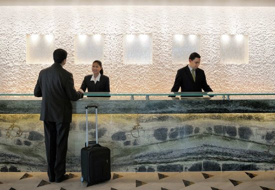 Dasman, Kuwait: Reception Desk