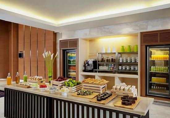 Courtyard by Marriott Bangkok: Coffee Break