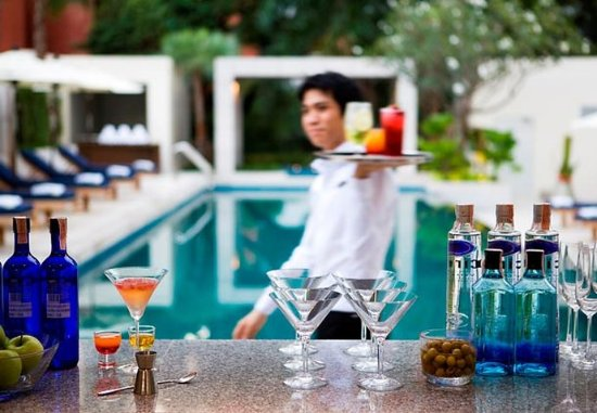 Courtyard by Marriott Bangkok: Pool Bar