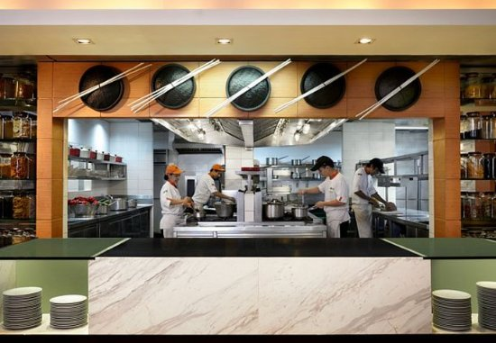Courtyard by Marriott Bangkok: Momo Cafe
