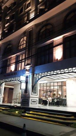 Salil Hotel Sukhumvit Soi 8: 20171103_204417_large.jpg