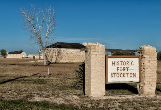 Fort Stockton, TX: The entrance sign for the fort