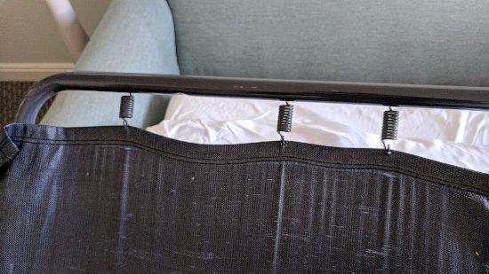 Loews Coronado Bay Resort: Broken Sofa Bed Had a back Ache