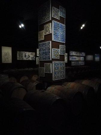 Vila Nogueira de Azeitao, Portugal: Palácio da Quinta da Bacalhôa e exposições na Adega dos vinhos da Bacalhôa
