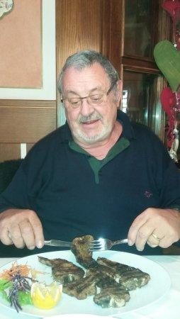 Nago, إيطاليا: Lammkotletts wunderbar gebraten
