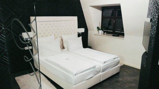 gemütliches Bett - Bild von Restaurant Schöne Aussicht, Dresden ...