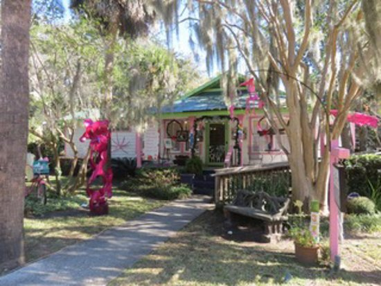 Bluffton, Carolina del Sur: Maye River Gallery decorated for Christmas.  Visit Us!
