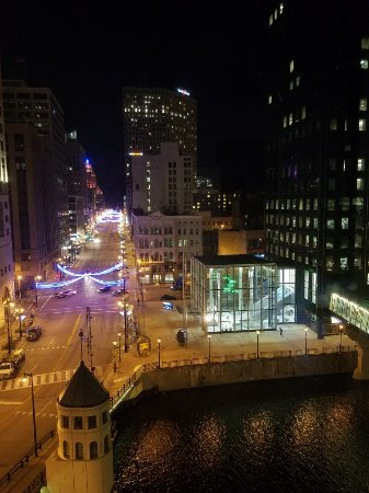 Residence Inn Milwaukee Downtown: 20171127_203748_large.jpg