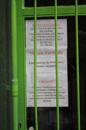 Museu Náutico Ilhabela: Informação do museu fechado.