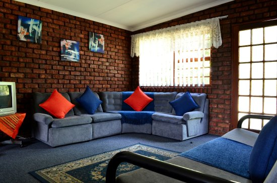 The Garden Lodge Guest House: Lounge area in Self catering unit