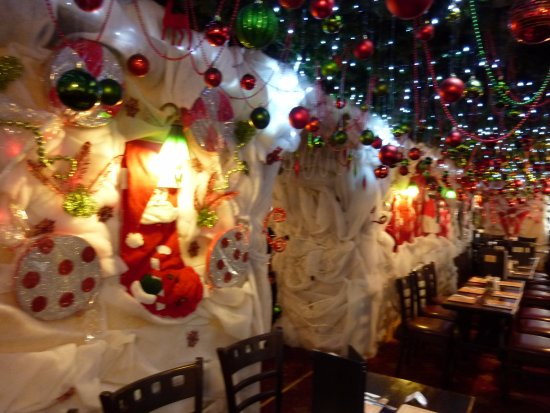 the hanging gate pub and restaurant christmas decorations