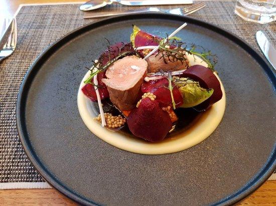 Platán Restaurant & Café: PlatánEbéd: Sertésszűz, cékla, sütőtök, bébi római saláta