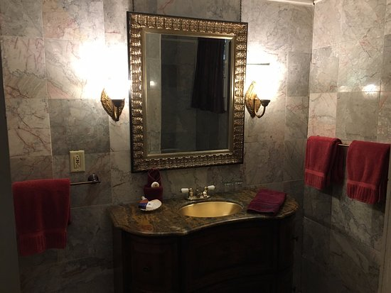 Olivier House Hotel: Bathroom