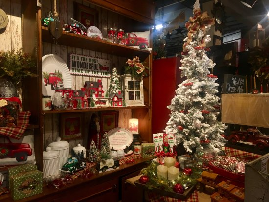 the country house were brimming with beautiful christmas decor and gift ideas - Primitive Christmas Decorations