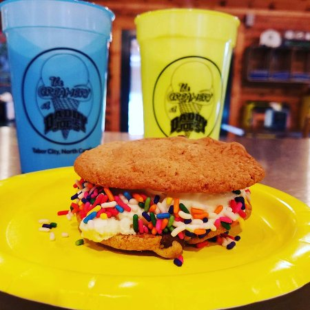 Tabor City, NC: Ice Cream Sandwiches and Mood Cups