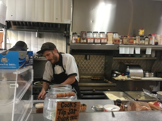 Kernville, แคลิฟอร์เนีย: Cooks hard at work