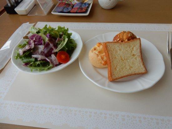 Kitashiobara-mura, Japan: 朝食のパンはおいしかった