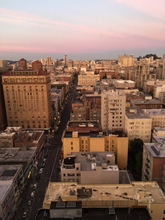 San Francisco Marriott Union Square: View from the bathroom
