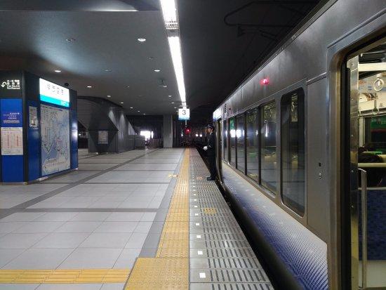 Κίνκι (Περιφέρεια), Ιαπωνία: 關西空港站至大阪的關空快速列車