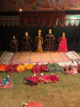 Trident, Agra: Puppet show!