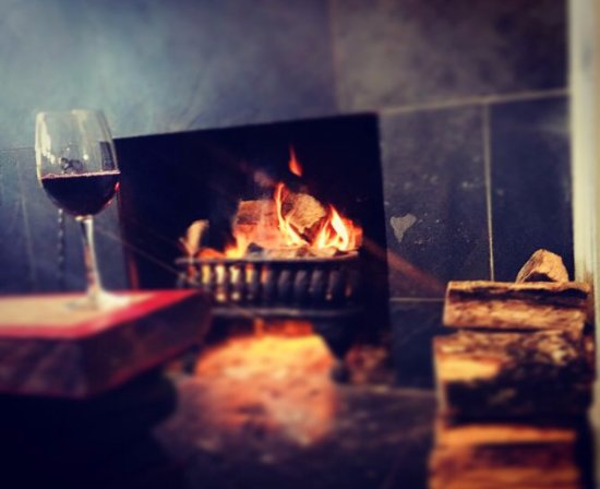 Farnham Common, UK: Drinks in front of our very own open wood fire