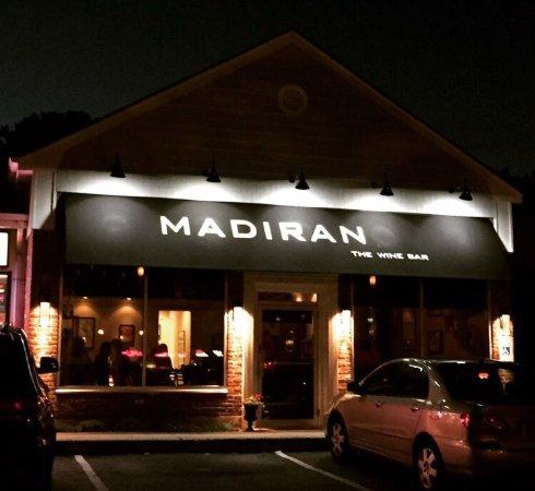 East Setauket, Nova York: Madiran The Wine Bar