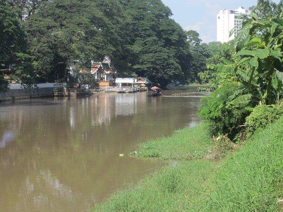 Mae Ping River: Enjoying the riverside.