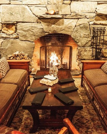 Warren, VT: Tracks Fireplace Seating