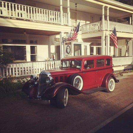 Waren, VT: Front of Main Inn