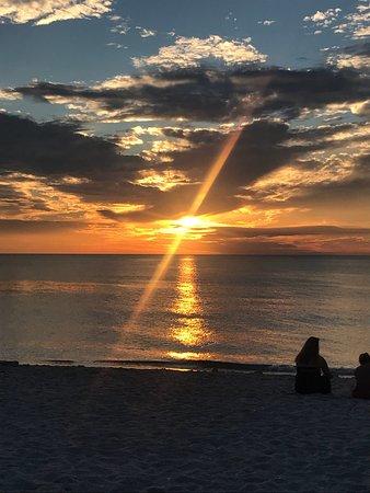 Regatta at Vanderbilt Beach: Great location, close to beach and restaurants.